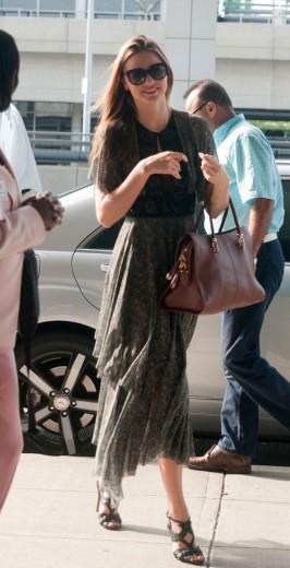 """A modelo Miranda Kerr é uma das que já apareceram com a bolsa """"Sella"""""""