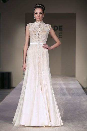 Samuel Cirnansck: a abotoadura vem pra frente do vestido