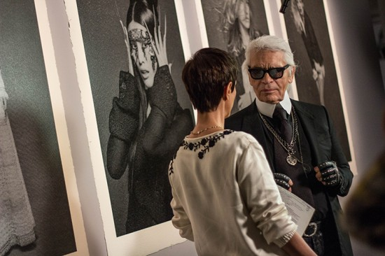 """Karl e a Lilian num papo antes da abertura de """"The Little Black Jacket"""""""