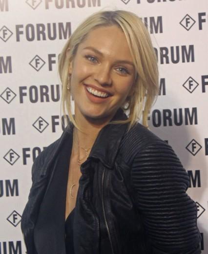 Candice Swanepoel é a estrela do desfile da Forum!