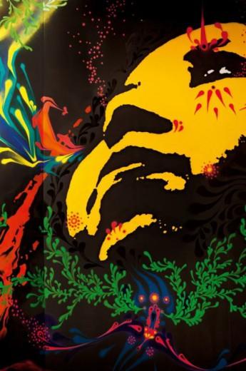 Trabalho do grafiteiro Stinkfish no cenário da Prada. Vem ver os perfumes que parecem sprays de tinta!