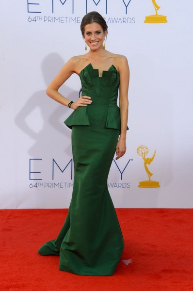 50214-allison-williams-delarenta-emmys12