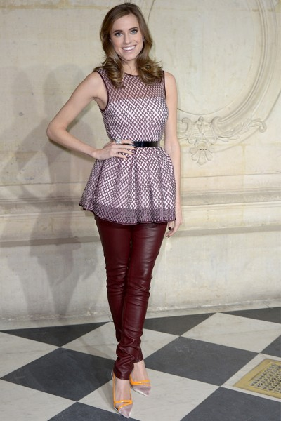 50214-allison-williams-hc-dior-janeiro-div
