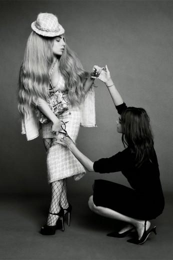 """Lady Gaga e Carine Roitfeld, a dupla dinâmica que puxa os ícones da edição de setembro da """"Harper's Bazaar"""""""