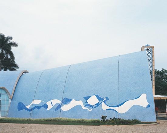 Projeto em mosaico cerâmico de Paulo Werneck pra igreja da Pampulha - a arquitetura fica por conta de Oscar Niemeyer