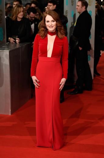 Julianne Moore, que levou o prêmio de Melhor Atriz, vestindo Tom Ford com decotão!