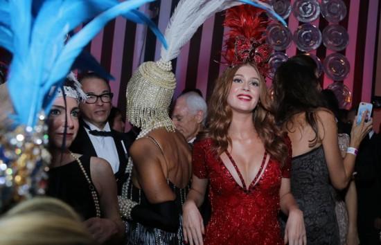 Vem ver os looks do baile do Copa de 2015! Clica!