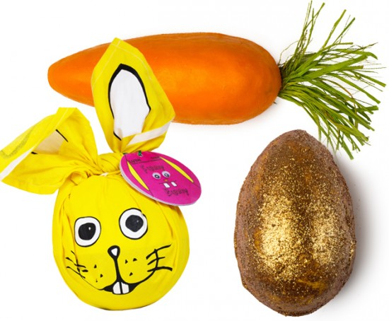 A Lush entra no clima de Páscoa com linha temática: sabonete em formato de cenoura (R$ 29,90), sais de banho que parecem ovos (R$ 28) e o kit que vem dentro do coelho embrulhado, com gel de banho, massinha de limpeza, sabonete de coelho e gelatina de banho (R$ 151)