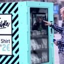 Máquina de camisetas em Berlim causou polêmica! As t-shirts custavam 2 euros...