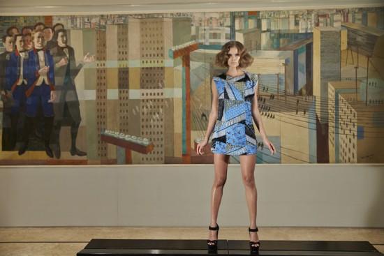 Vestido com estampa de Gustavo Greco e bordados Vivaz - vem ver mais!