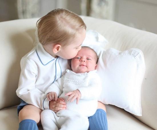 Que coisa mais fofa George e Charlotte juntos - vem ver mais fotos!