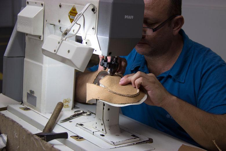 e8d5ebe29 Ahimsa: marca de sapatos veganos e artesanais