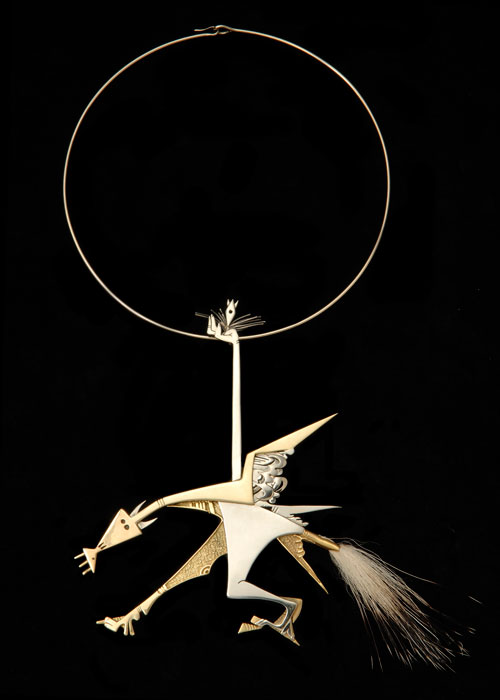 """Outro pingente da Didier, dessa vez """"Apocalyptic Horse"""" feito por Wifredo Lam em 1972"""