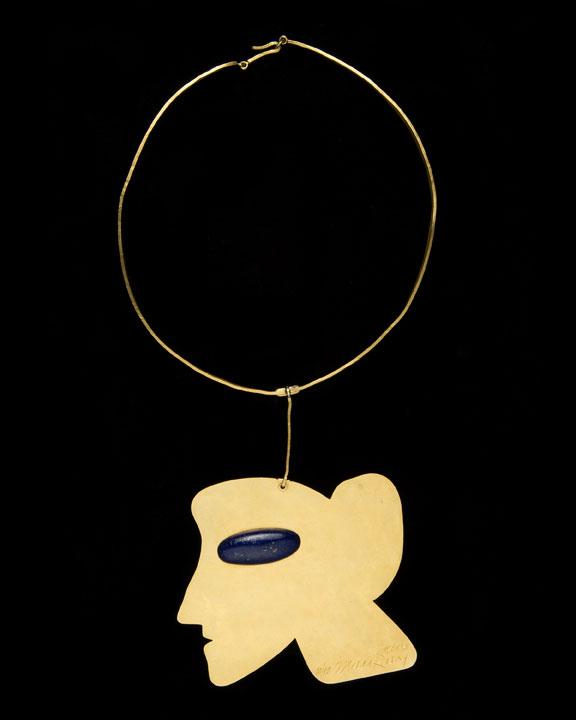 """Pingente """"La Jolie"""" feito por Man Ray em 1970, da Didier Antiques"""