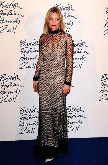Kate Moss em um vestido de rede!
