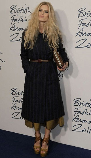 Laura Bailey de casaco Burberry