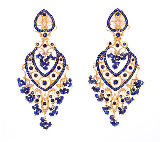 Brincos Débora Ioschpe em ouro com safiras azuis e diamantes (R$ 21.000)