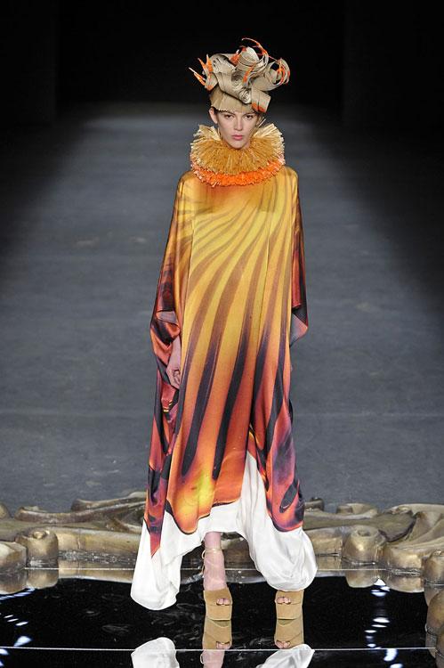 Alessa e sua estamparia digital em vestidos amplos