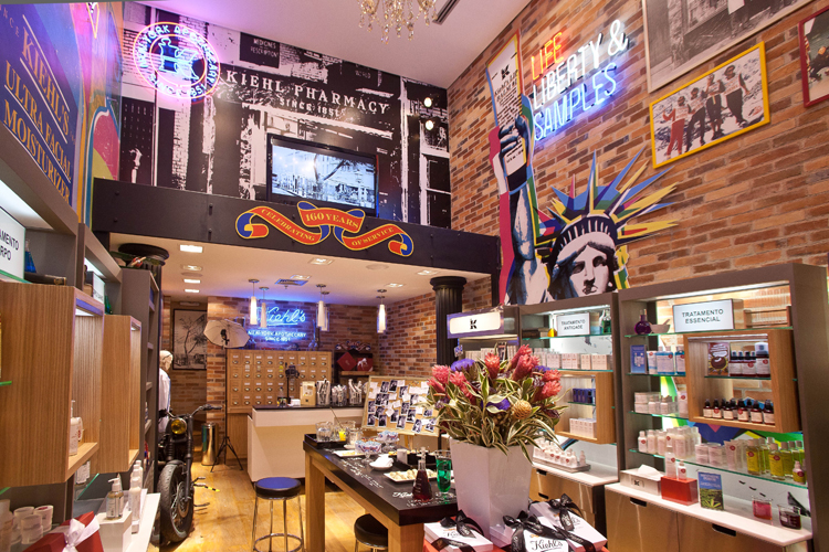 O espaço é uma reprodução da 1ª loja da marca, em NY