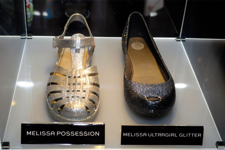 Modelos clássicos em versões metálica e com glitter