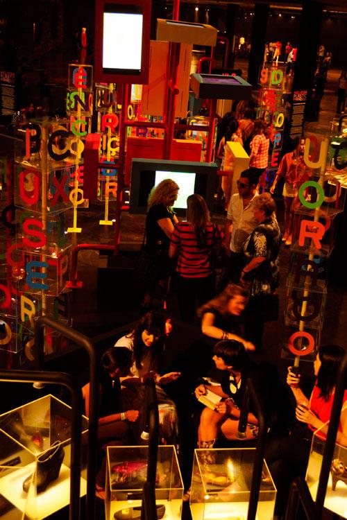 O lounge visto da rampa da Bienal