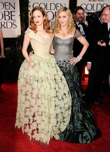 Andrea Riseborough de Vivienne Westwood e Madonna de Reem Acra
