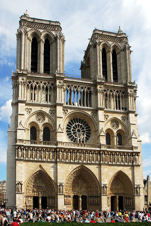A fachada principal da catedral