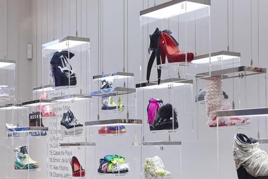 """A Galeria Melissa apresenta a mostra """"21 Fashion Designers by Melissa"""", com sapatos customizados por estilistas que participam da Semana de Moda de Londres!"""