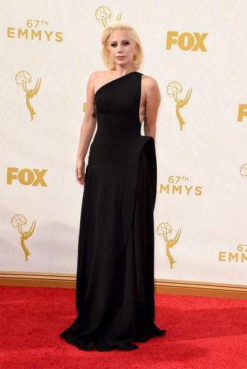 Lady Gaga, que agora também é estrela de série, veste Brandon Maxwell - vem ver mais!