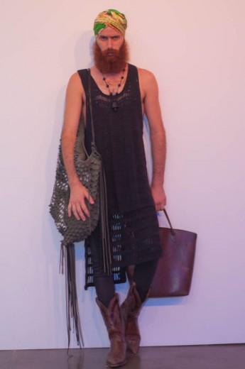 """Marco Antonio: """"Sou designer, trabalho com crochê design. Eu que criei esse look. Na verdade me inspirei no meu próprio trabalho pra me vestir hoje"""""""