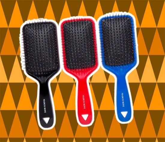 As novas escovas do Marco Boni tem óleo de Argan nas cerdas, que auxilia na hidratação dos fios (R$ 36,20)