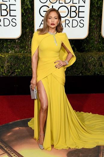 Jennifer Lopez apostou num amarelão Giambattista Valli - e a fenda? Ui!