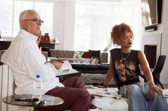 """Rihanna e Manolo Blahnik planejando a linha Denim Desserts. Clica aqui pra ver os sapatos - e a cantora na capa da """"Vogue"""" UK!"""