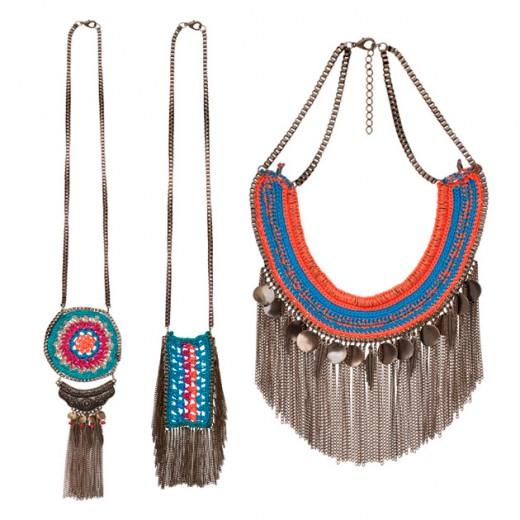 Olha esses colares da Morana! A marca apostou no crochê com franjas (da esq. pra dir., R$ 139, R$ 179 e R$ 229). vem ver mais aqui!
