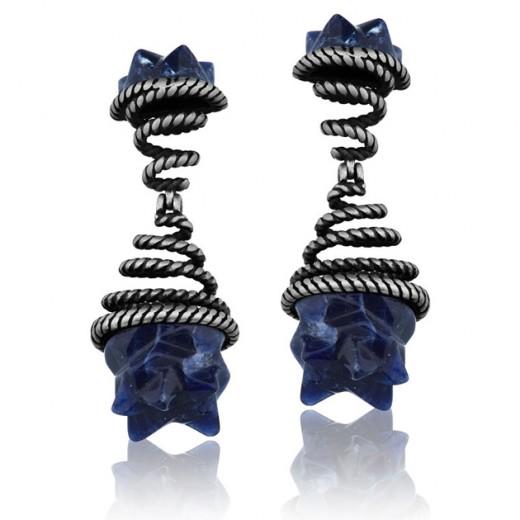 A parceria da PatBo e Maria Dolores tem esses brincos com pedras em ágata azul - vem ver mais aqui!