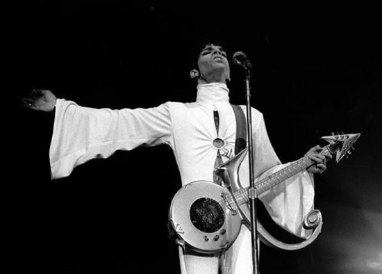 RIP Prince - relembre os looks do cantor através dos anos