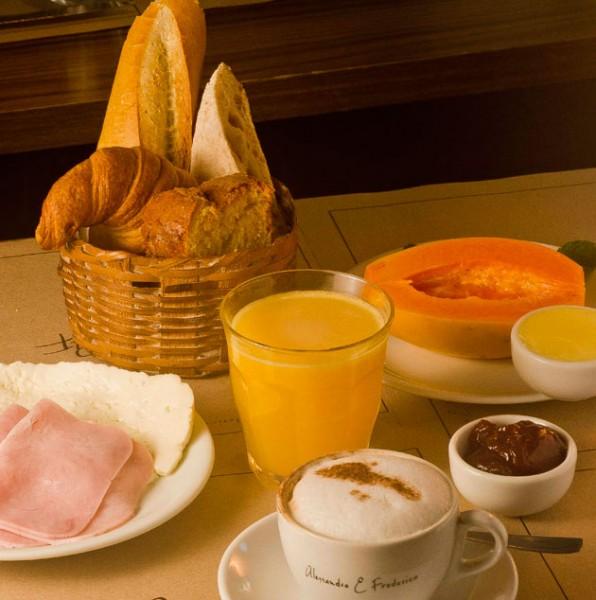 030516-cafe-da-manha-dia-das-maes-frederico-e-alessandro