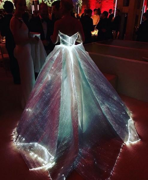 030516-zac-posen-vestido-luz-03
