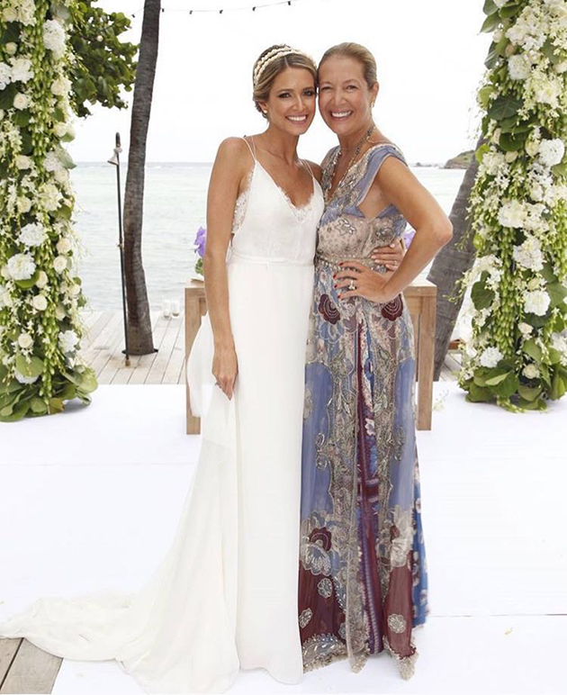 Os Vestidos Inspira 231 227 O Do Casamento De Helena Bordon