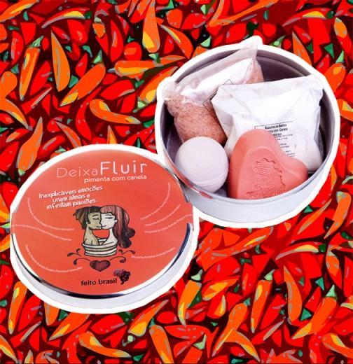 """Kit """"Deixa Fluir"""" de pimenta com canela com sal de banho esfoliante e efervescente, espuma de banho e sabonete em barra. Disponível na Sephora por R$ 78"""