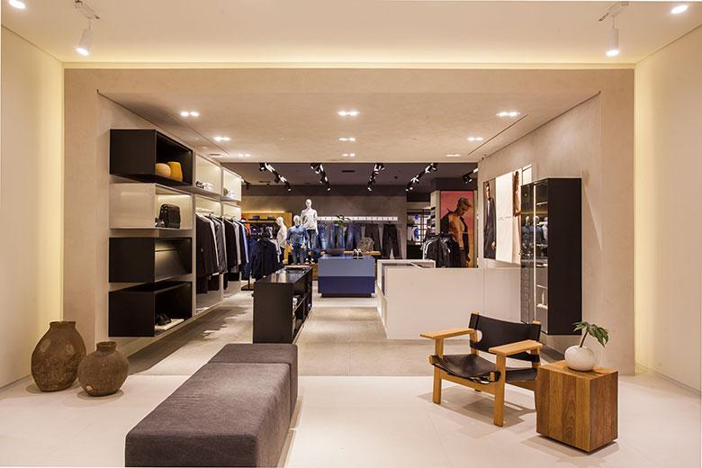 91a08583941a5 Calvin Klein inaugura uma nova loja com todas as suas linhas ...