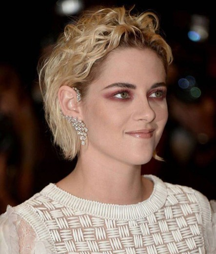 O make que começou essa conversa toda: Kristen Stewart em um tapete vermelho de Cannes, que tal? Clica na foto pra ver mais