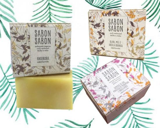 A Sabon Sabon é uma marca de sabonetes 100% artesanais e naturais feitos pelo método cold process (processo à frio). O sabonete esfoliante da marca sai por R$ 25 - clica na foto pra ver mais!