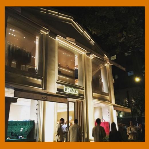 Olha a fachada da nova loja da Hermès no Rio! Clica pra ver mais
