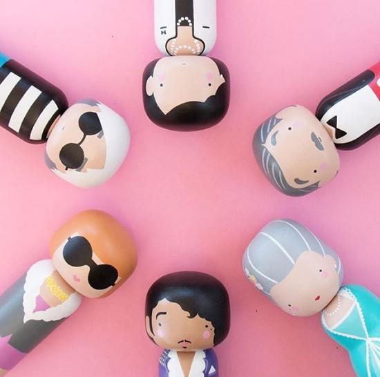 Vem ver a versão de Becky Kemp pras tradicionais bonecas japonesas kokeshi. Na foto em sentido horário: Coco Chanel, Walt Disney,  Maria Antonieta, Prince,  Anna Wintour e Andy Warhol - vem ver mais desses e de outros personagens!
