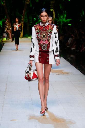 """Tropical italiano  o tema da primavera-verão 2017 da Dolce   Gabbana  apresentada na Semana de Moda de Milão é o """"trópico italiano"""" 61e955c75b0"""