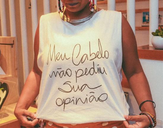 A angolana Maria Chantal tem muitas coisas pra dizer ao mundo - a frase da camiseta é só uma delas. Clica na galeria pra ver mais!