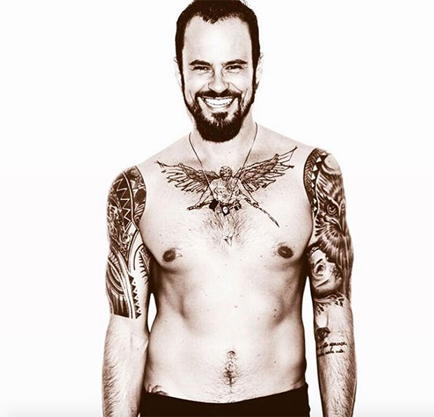 Paulo Vilhena Exibe Suas Tatuagens Na Fila A Do Spfw