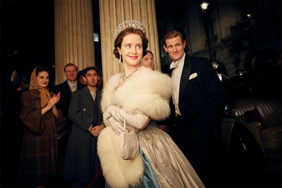 """A coroa da vez: Claire Foy encanta todo mundo no papel da rainha Elizabeth 2ª na série """"The Crown"""" do Netflix"""