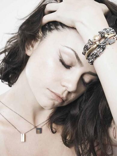 1898c43875a Vem conferir a 1ª coleção de joias neutras de Mariah Rovery! - Lilian Pacce